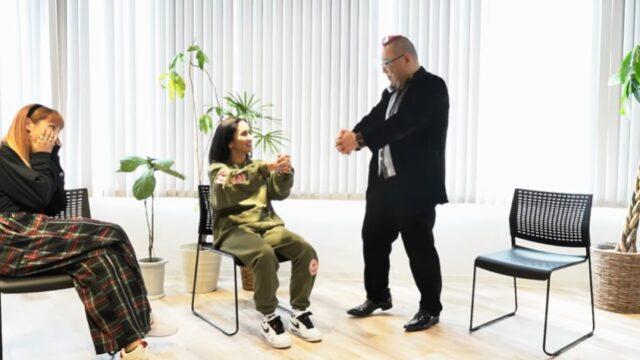 アンエンユリ(元E-girlsの須田アンナ、YURINO)が催眠術にかかる